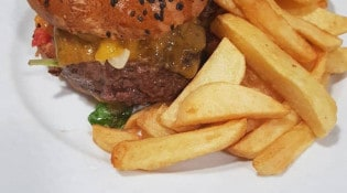 La Toque Blanche - un burger, frites