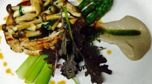 La Royale - Carré de veau de lait de Coreze, asperges vertes, shimeji, crème de champignons, jus de viande