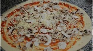 Pizza San Marco - pizza cuite au feu de bois