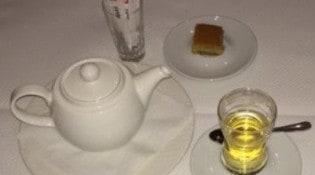 El Mir - Thé à la menthe et gâteau libanais