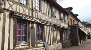 Au Puits d'Antan - La façade du restaurant