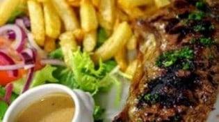 La Loca - Un plat avec frites