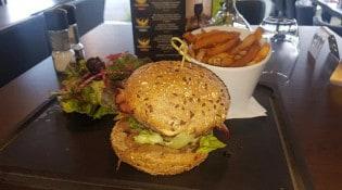 L'instant - Un burger, salade, frites