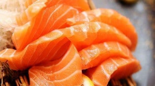 L&B Sushi - Des sashimi saumon