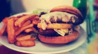 Brasserie de l'Hotel de ville - Un burger et frites